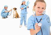 Постер, плакат: Очаровательны Группа 7 летних детей одетых как ветеринар хирургов на белом фоне
