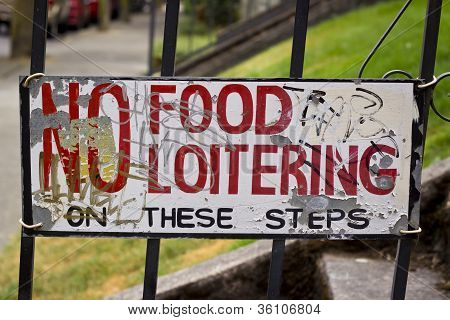 No Food or Loitering