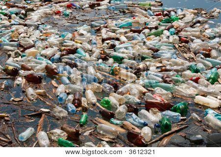 Contaminación de la botella de plástico