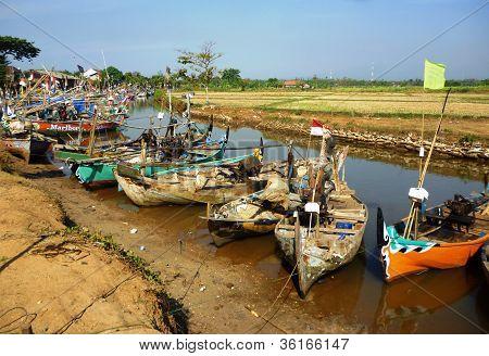 boats resting in the bondo beach,