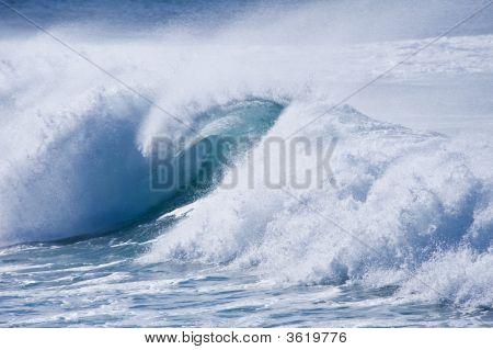 Thundering Wave