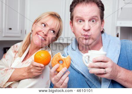 Decisión de comer saludable naranja vs Donut