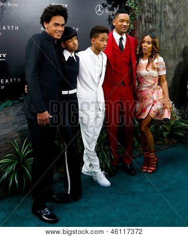 """NEW YORK - MAY 29: (L to R): Trey Smith, Will Smith and Jada Pinkett Smith attend the premiere of """"After Earth"""" at the Ziegfeld Theatre on May 29, 2013 in New York City."""