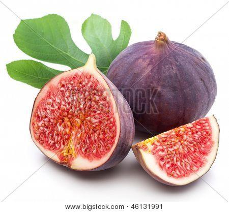 Higos frutas sobre fondo blanco