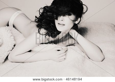 Fashion photo of beautiful nude woman with sexy slim body