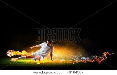 Bild des Fußballspielers in weißem Hemd