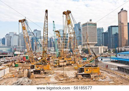 Blick auf den Baustellen in der Nähe des Hafens von Victoria in Hongkong.