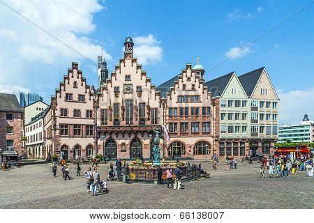 People On Roemerberg Square In Frankfurt