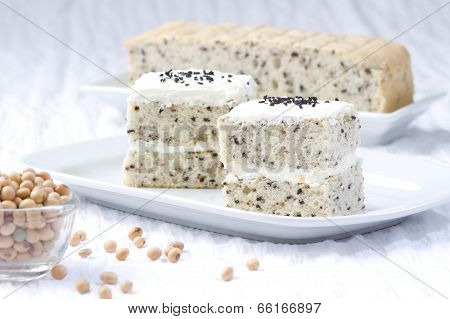 Low fat soy bean cake