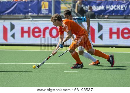 THE HAGUE, NETHERLANDS - JUNE 1: Dutch player Jonker is playinge the ball, Argentinian player Rey is right behind him during the Hockey World Cup. NED beats ARG 3-0