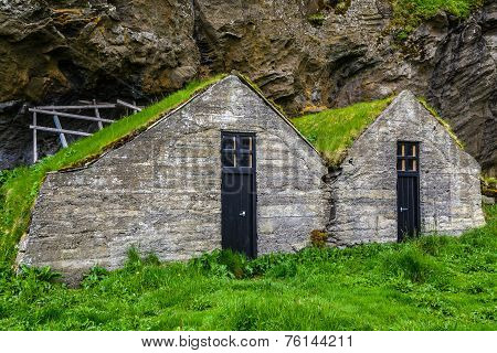 Traditional Icelandic Turf House (with Grass Roof)