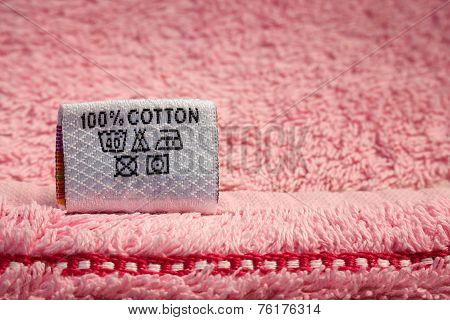 Label 100% cotton on pink towel