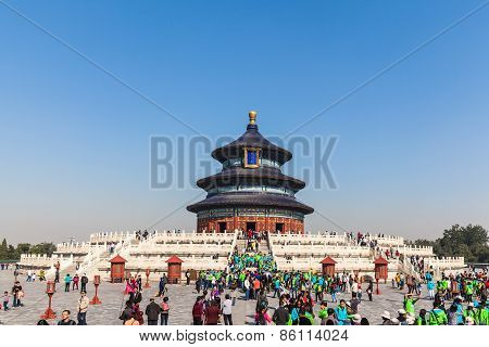 Tourists At Temple Of Heaven