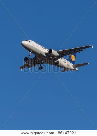 Passenger Aircraft Airbus A319, Airlines Lufthansa