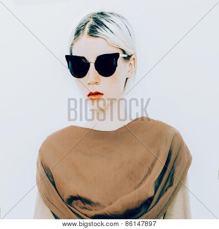 Blonde In Luxury Sunglasses. Sunglasses Cat Eyes Trend Of The Season