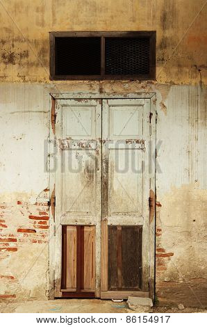 the old door in the old house