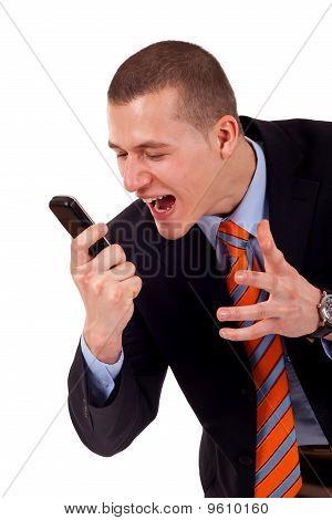 Macho gritando no celular