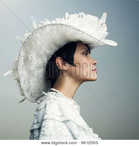 Mulher no Cap-Vintage