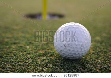 Short put - golf ball lying close to hole