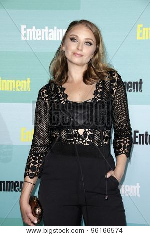SAN DIEGO - JUL 11:  Elisabeth Harnois at the Entertainment Weekly's Annual Comic-Con Party at the FLOAT at The Hard Rock Hotel  on July 11, 2015 in San Diego, CA