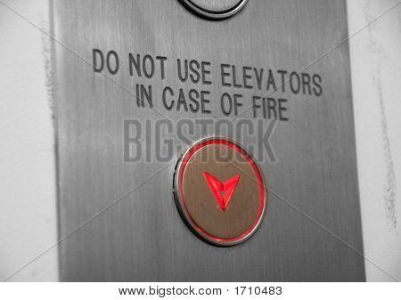 No utilice los ascensores en caso de fuego botón bajando