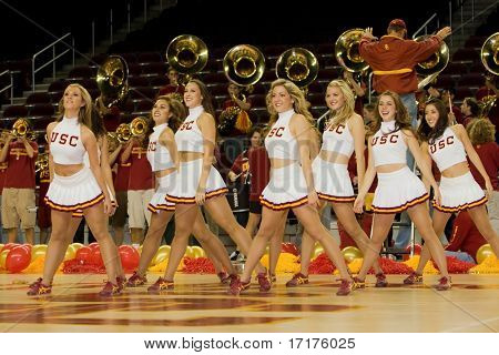 LOS ANGELES, 1. November 2007: USC Trojan Dance Squad führt in ein USC Pep Rally am 1 November 200