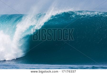 Powerful Large Wave Breaks in Ocean