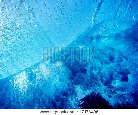 Underwater Perspective of Wave Breaking in Ocean