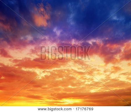 Vibrante cielo al atardecer hawaiano