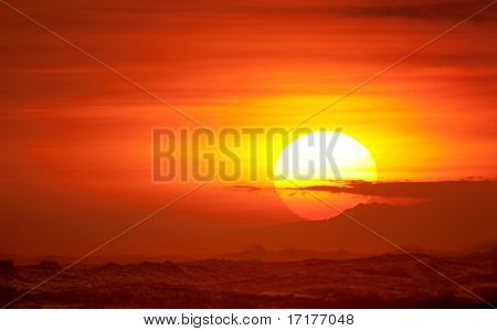 Belo pôr do sol vermelho