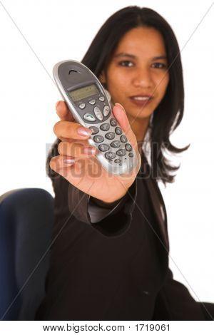 Mulher de negócios isolado, segurando o telefone