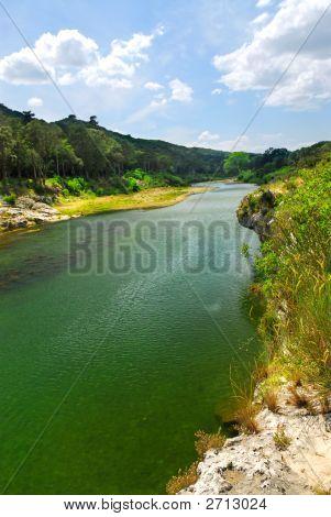 Río Gard en el sur de Francia