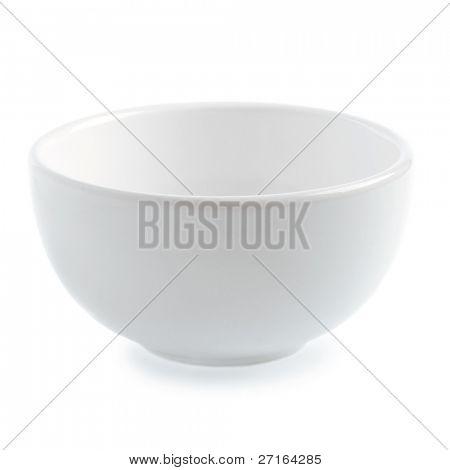 El tazón de fuente de cerámico blanco sobre fondo blanco
