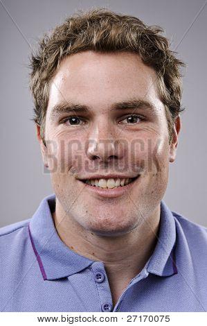 Hochdetaillierte Porträtgemälde. lächelnd, glücklich reale person