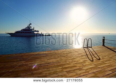 muelle de sunrise tropical