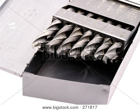 Brocas en una caja metálica