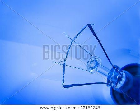 Cerca de los filamentos de la bombilla