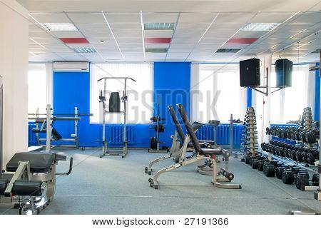 Zimmer mit Technogym-Geräten in der Sportclub