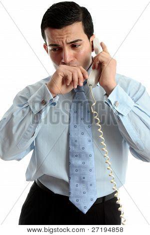 Hombre de negocios preocupado