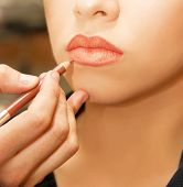 picture of female model  - Applying lips contour closeup - JPG