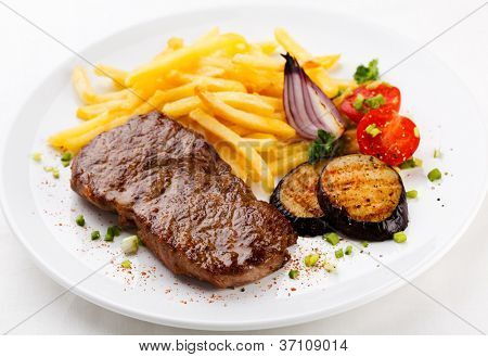 Grilled beefsteak and vegetables