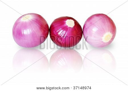 Peeled red onions