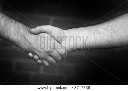 Firme apretón de manos