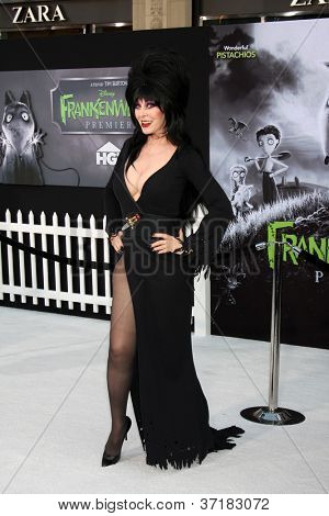 """LOS ANGELES - SEP 24:  Cassandra Peterson as Elvira arrives at the """"Frankenweenie"""" Premiere at El Capitan Theater on September 24, 2012 in Los Angeles, CA"""