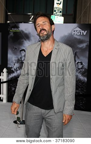 """LOS ANGELES - SEP 24:  David Arquette arrives at the """"Frankenweenie"""" Premiere at El Capitan Theater on September 24, 2012 in Los Angeles, CA"""