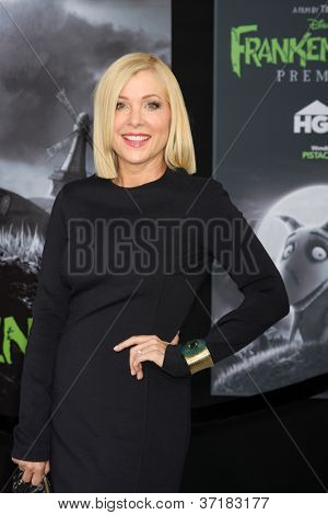 LOS ANGELES - SEP 24:  Jennifer Aspen arrives at the