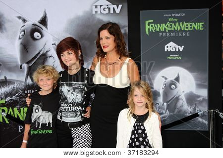 LOS ANGELES - SEP 24:  Hudson Scheel, Marcia Gay Harden, Eulala Scheel, Julitta Scheel arrives at the