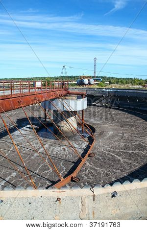 Empty Huge Round Form Sedimentation Settler Tank In Treatment Plant
