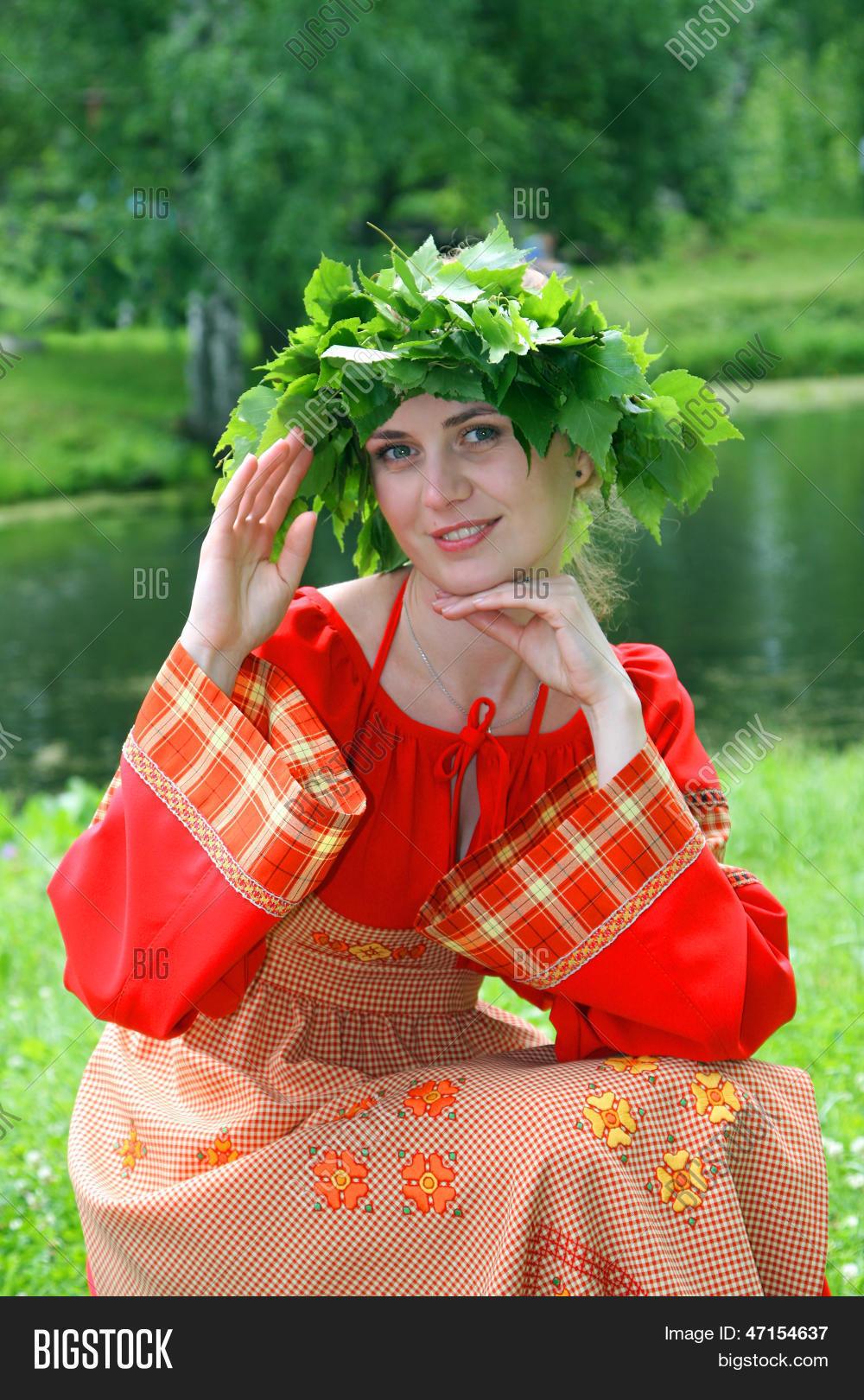 Фото русской девушки в национальном костюме 4