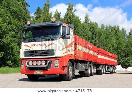 Volvo FH 16 Truck With Trailer